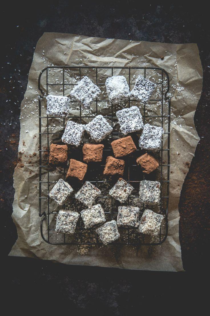 Truffes au chocolat noir, à La poudre de noisettes, à la noix de coco râpée