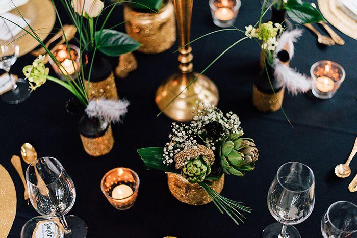 Hochzeitsinspiration in Gold und Schwarz | Friedatheres.com