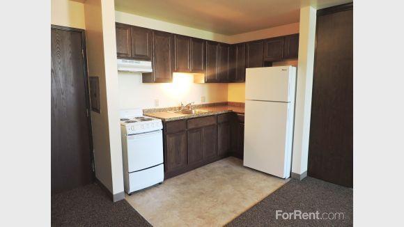 Burnham Hill Apartments For Rent In Milwaukee Wiscons Apartments For Rent Apartment Communities Apartment