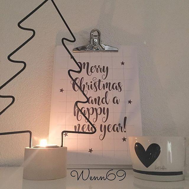 En nog een beetje meer Kerst 😍 Dank voor de lieve reacties op mijn vorige foto 😊 En jaaaaa geslaagd voor een 🎄 Nog nooit zo snel gelukt 😃 Gezellige avond 😘 #zaterdagavond #christmas #sfeer #candels #white #tekst #bijdeb #kitchendetails #home #interiør #nordicinspiration #scandicinterior #wenn69