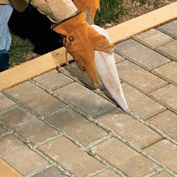 Terras voegen met epoxy voegmiddel Dit is te vergelijken met de voegen van cement. Maar deze voegen zijn waterdicht, in tegenstelling tot voegen van cement die steeds water kunnen opzuigen (en 's winters kunnen barsten).