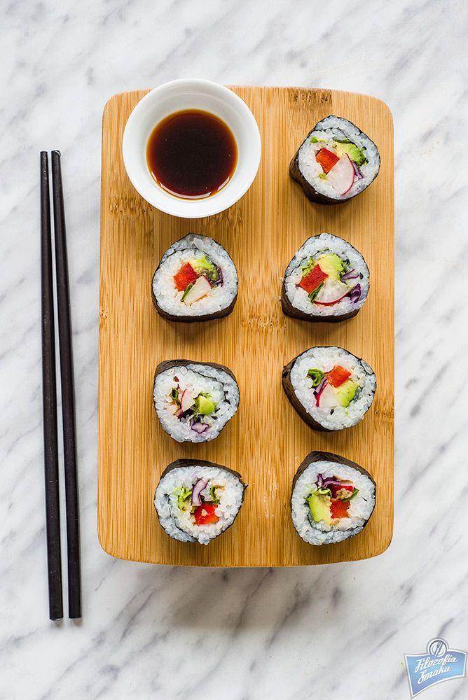 Sushi z czerwoną kapustą i awokado