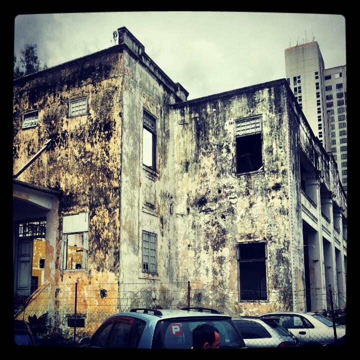 Building behind Bunga Raya st