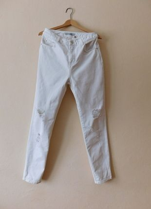 Kup mój przedmiot na #vintedpl http://www.vinted.pl/damska-odziez/dzinsy/12095171-topshop-moto-mom-biale-spodnie-jeans-dziury-2832