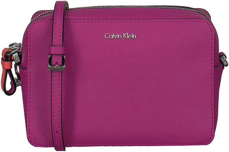 Deze mooie handtas van Calvin Klein vind je nu via Aldoor in de uitverkoop! #mode #accessoires #dames #vrouwen #handtas #clutch #bag #women #fashion #purse #fuchsia #hotpink #women #fashion #sale