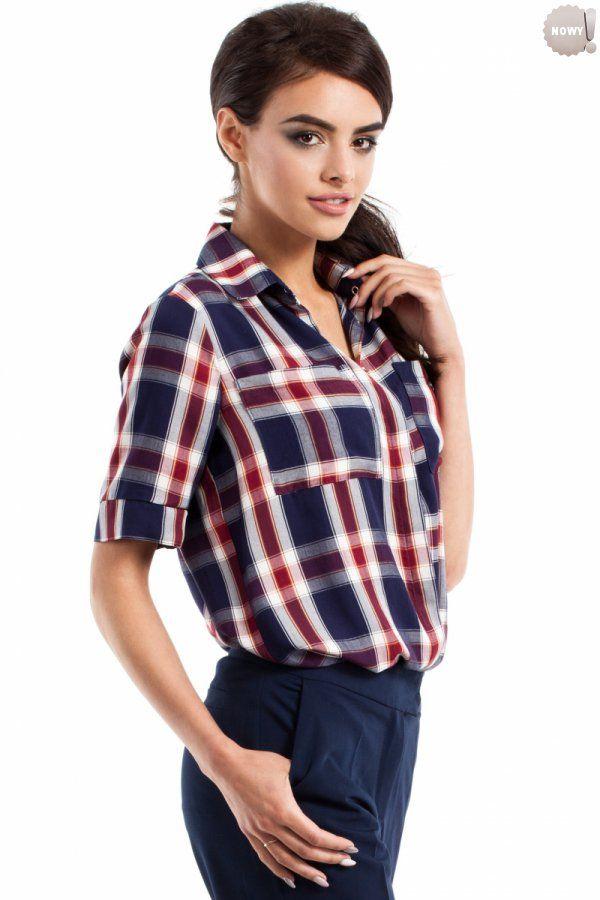 Koszulowa bluzka damska z krótkimi rękawami, zapinana na guziki, z kieszonką na przodzie. #bluzka #damska #koszula #kobieta #moda #trendy #wzory #krata