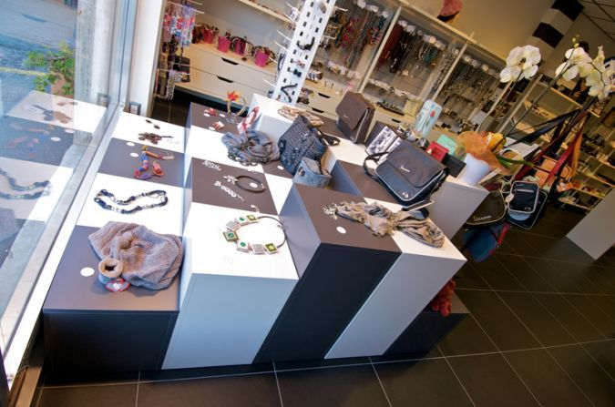 arredamento negozio beauty and accessories