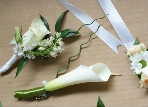 gomblyuk-dísz (kitűző) a vőlegénynek - Amaltheia Manufaktúra virág és dekoráció