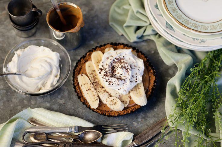 Ljuvlig kolasås, bananer, krispig botten och vispad grädde. Dessutom är banoffee pie extremt lättlagad, så vad väntar ni på?