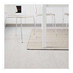 Passar bra i vardagsrummet eller under matbordet, eftersom den slätvävda ytan gör det enkelt att dra ut stolen och att dammsuga. Mattan passar perfekt utomhus eftersom den tål regn, sol, snö och smuts.