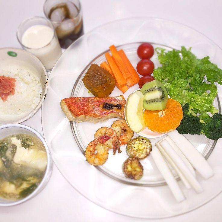 """Dr. Yumi Nishiyama's """"The Original Diet Plate"""" for beauty & health from japanese doctor‼️  Clockwise eating healthy foods from 12 o'clock on a large plate❣️  2017年2月5日の「ドクターにしやま由美式時計回り食べダイエットプレート」:女性医師が栄養バランスを考えた、美味しいプレートのご紹介。  大きめのプレートに、血糖値を急激に上げないように考えた食材を並べ、12時の位置から順番に食べるとても分かり易い方法です。  血糖値を上げないこの食べ方は、身体に優しく栄養補給ができるので健康を維持できます。オリジナルの⭐️西山酵素⭐️も最後に飲みます。  にしやま由美東京銀座クリニック 東京都中央区銀座2-8-17 ハビウル銀座Ⅱ 9階 Tel.03-6228-7950"""