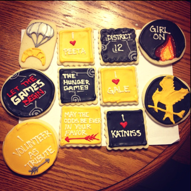 Hunger Games Cookies: Character Movie Cookies, Novel Foods, Games, Birthday Parties, Book Fun, Bookish Stuff, Books Books, Edible Books, Accio Cupcake