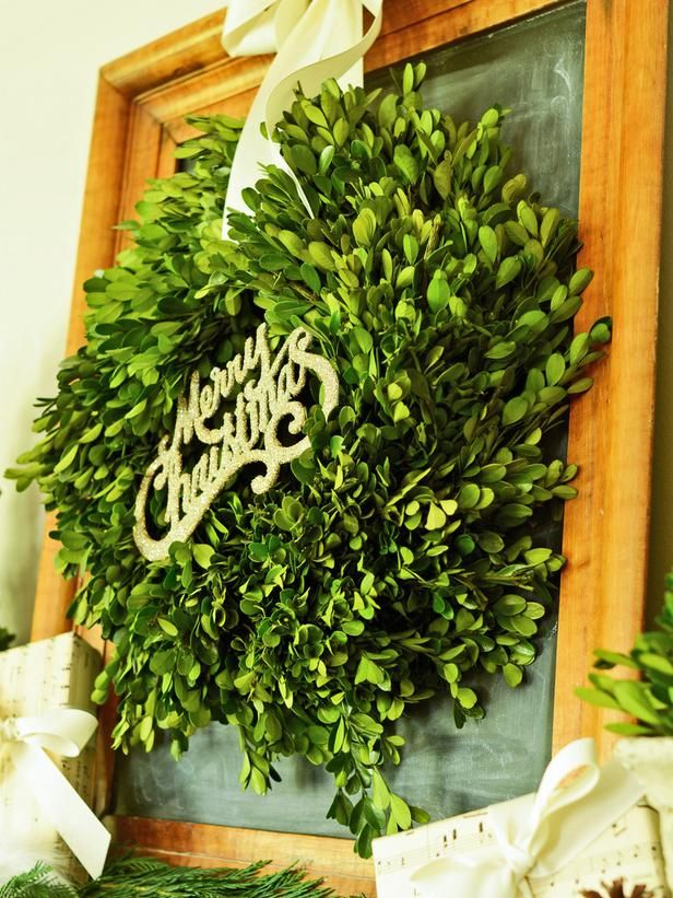 How to Make a Boxwood Christmas Wreath : Page 02 : Decorating : Home & Garden Television