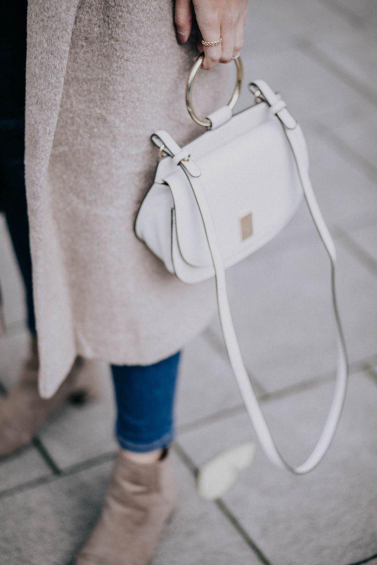 details-mango-bag-camel-coat-boots-merna-mariella-fashion-blogger