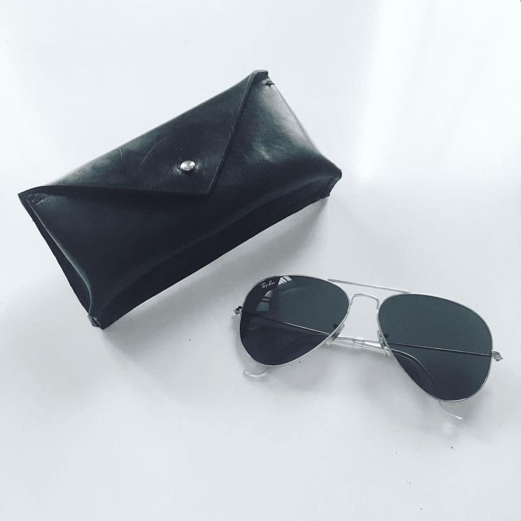 Sunglass case 😎 Made from waxed vegetable tanned leather. Keep your expensive glasses safe! #karu #karuhandmade #karudesigns #leather #handcrafted #vegtan #gear #sunglasses #rayban #sunglasscase #glasscase #envelope #fashion #nordicdesign #finland #minimal #black #tärnsjögarveri #case #love #essentials #accessories