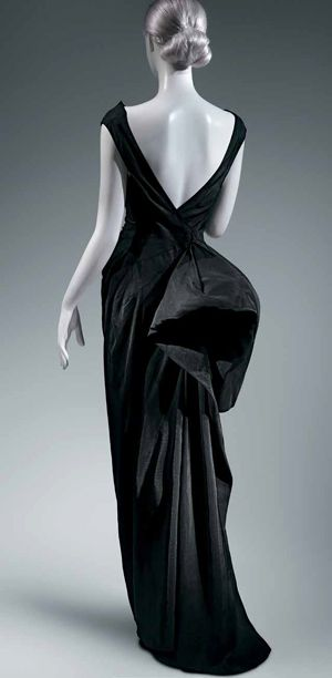Coq Noir Evening Dress (photo: Metropolitan Museum)