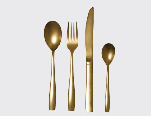Juego de 24 cubiertos dorados. http://es.ideesdisseny.com/eshop/cocina/servicio-de-mesa/juego-de-24-cubiertos-dorados-id-1291.htm