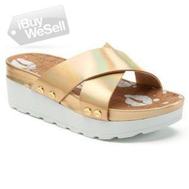 http://www.ibuywesell.com/en_US/item/Juicy+Couture+flip+flops+wedges+-Nevada+-+Las+Vegas/66889/