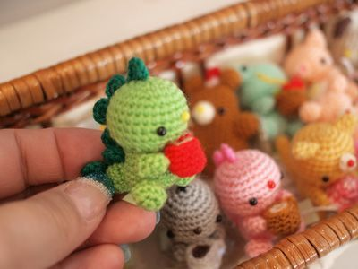 Kids-Amigurumi: cute - with patterns Too stinking cute! Be warned the website is in Russian? Dig out a translator.