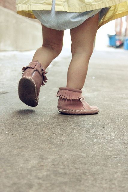 For Finn's sister Teddy. (One day!): Baby Moccasins, Little Girls, Minnetonka Moccasins, Sweet Baby, Baby Knits, Baby Vintage, New Shoes, Baby Boots, Baby Stuff