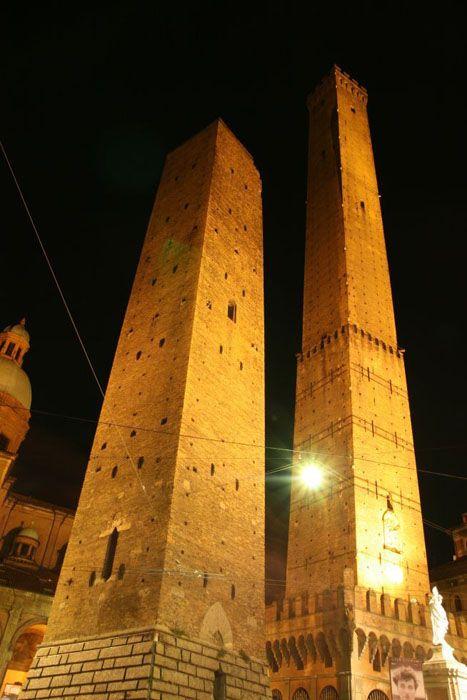 Torre degli Asinelli, Bologna, Italy.
