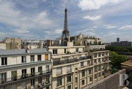 Un luxueux penthouse de 166m² aux deux derniers étages avec une  terrasse de 78m² aménagée et vue sur la tour Eiffel
