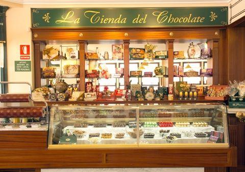 Fachada de la chocolatería en   Oviedo.