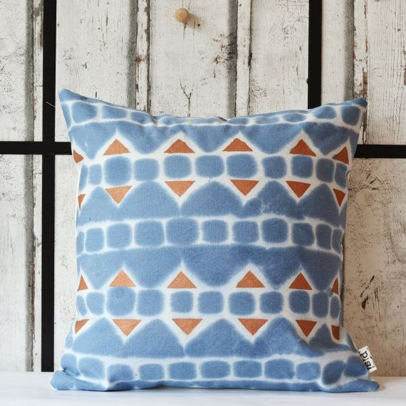 Handmade aztec pattern pillow. This design is made from a heigh weight 40% cotton 60% linen fabric, and is designed to fit nicely onto a 45 x