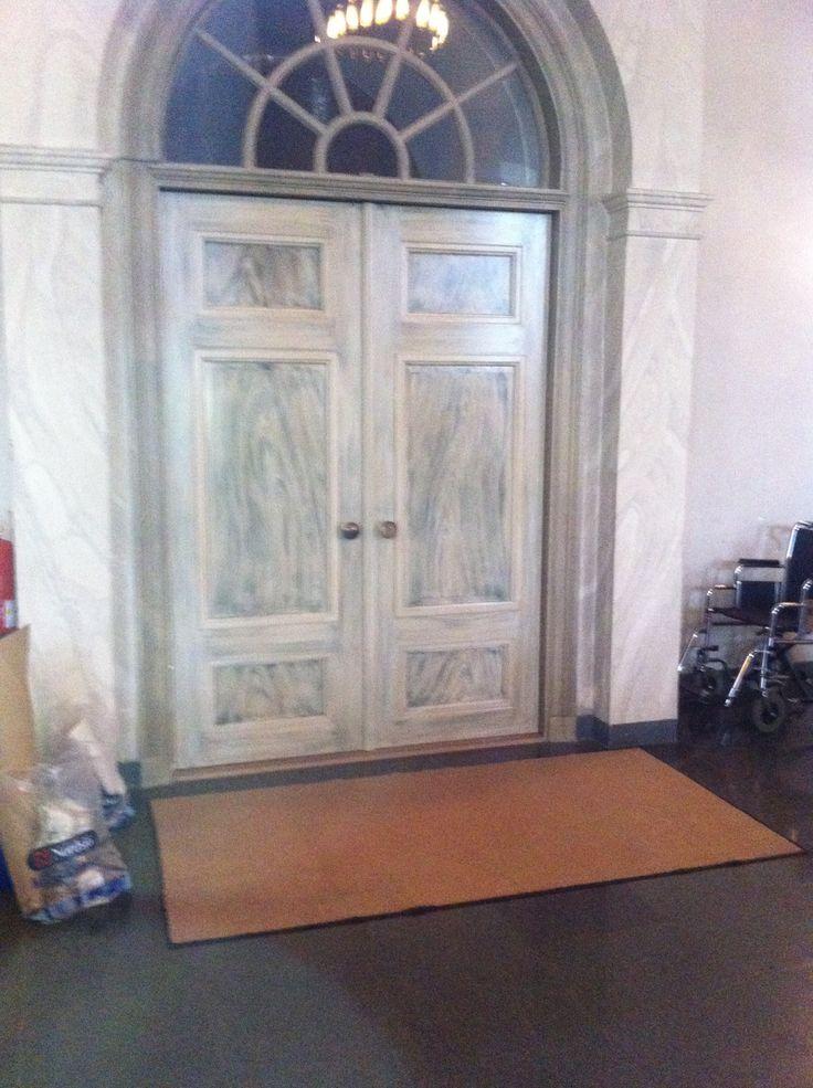Dörrar målade i Järvsö kyrka