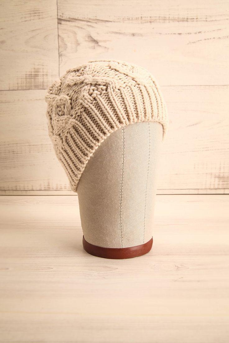 """Billund Beige ♥ """"C'est bonnet blanc, blanc bonnet"""", mais voilà venir le chapeau crème ! """"Tweedledum and Tweedledee agreed to have a battle"""" for Tweedledum said Tweedledee had spoiled his new cream hat!"""