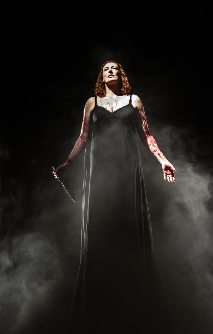 Sarah Connolly in Marc-Antoine Charpentier's Medea - English National Opera (photos by Clive Barda, 2013)