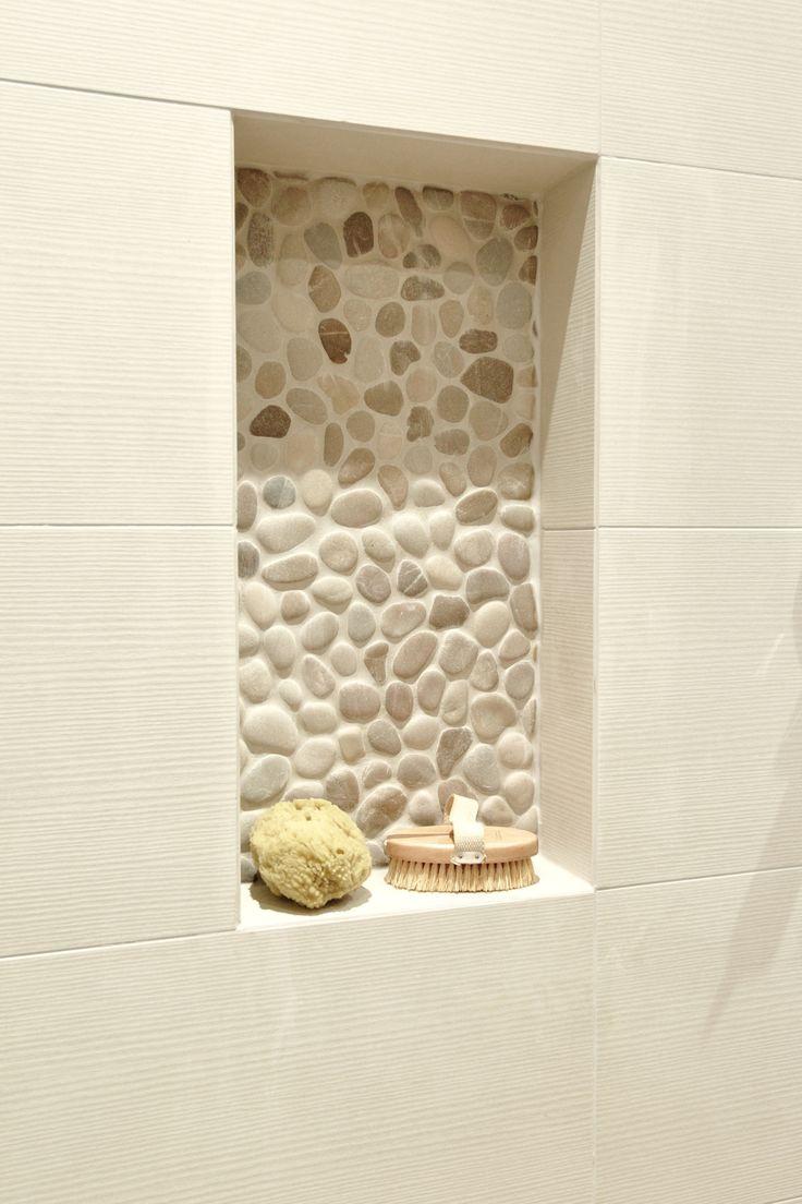 Suihkutilan syvennyksen jokikivet sekä seinälaatat ABL-Laatat #suihkutila #syvennys #jokikivet #luonnonkivi #abl #abllaatat #laatat