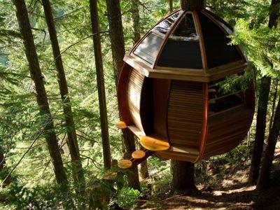"""hemloft"" Treehouse, Built With Found Items Off Craigslist."