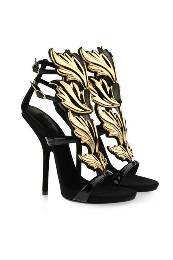 the chic sandals featuring leaves shape vamp, peeptoe, two side buckles  closure, padded