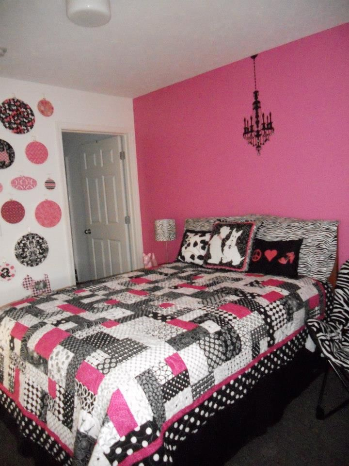 "Hot pink and black quilt using the ""Yellow Brick Road"" quilt pattern. Use colors for my sewing room."