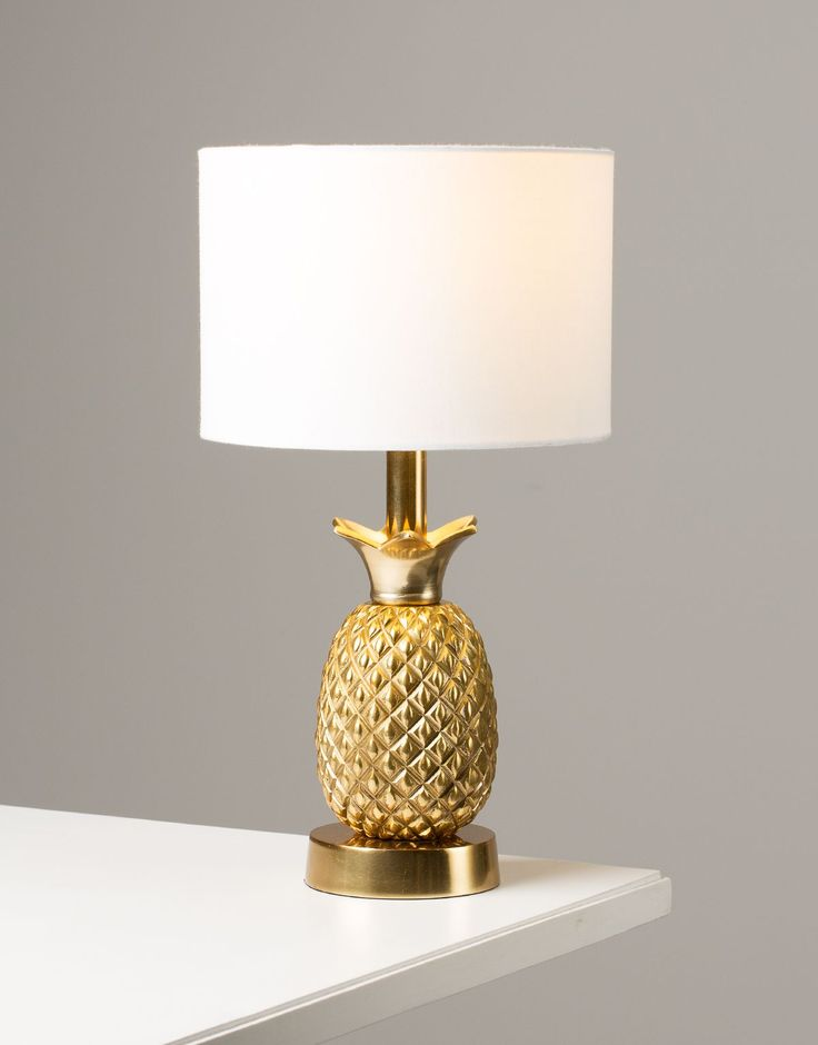 PINEAPPLE LAMP lampa who doesn't like pineapple?