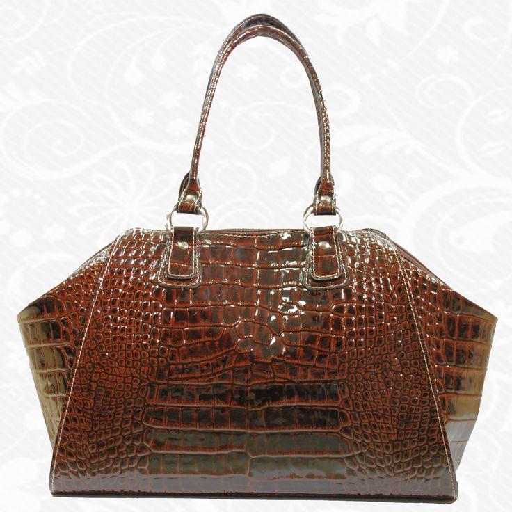 """Štýlová dámska kožená kabelka vyrobená z pravej talianskej kože. Kabelka je vhodná pre každú modernú ženu. Dokážete si predstaviť život bez kabelky? Nie? Našťastie bez kabelky žiť nemusíte. Kabelka je najdôležitejšia vec, ktorú so sebou nosíte. Vkladáte do nej svoje cenné veci, doklady a iné drobnosti. Pomocou štýlovej kabelky vyrobenej z pravej kože dodáte svojmu """"ja"""" osobnosť a eleganciu.   http://www.vegalm.sk/produkt/kozena-kabelka-c-8614-copy/"""