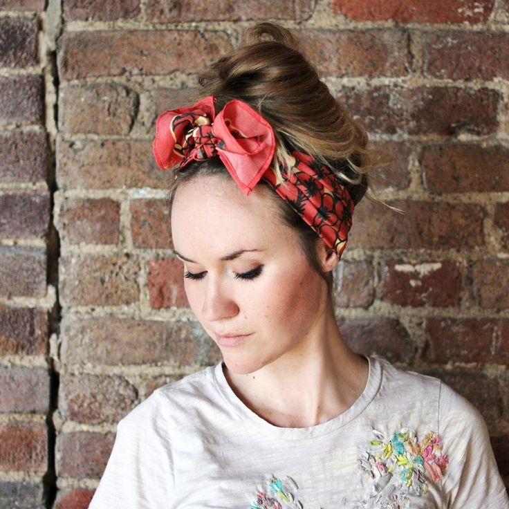 ten ways to wear a silk scarf  http://abeautifulmess.typepad.com/my_weblog/2012/04/10-ways-to-wear-a-silk-scarf.htmlTies A Bows, Head Wraps, Headscarf, Ties A Scarf, Messy Buns, Hair Scarf, Beach Hair, Silk Scarves, Head Scarf