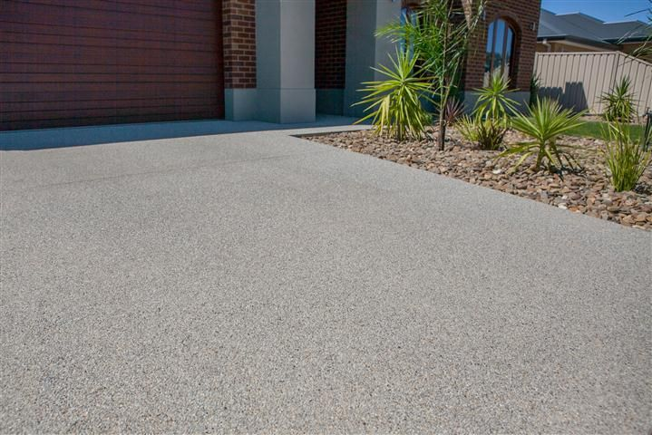 Snowy Mix exposed aggregate driveway http://www.mawsons.com.au/home