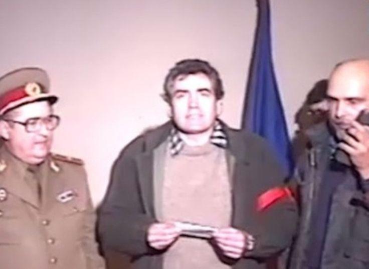 Ar fi ridicol din partea noastra sa-l omitem pe Petre Roman ca succesor al lui Nicolae Ceausescu. Ion Iliescu nu a preluat puterea de unul singur, ci in tandem cu fiul lui Valter si al Hortensiei Roman. In ciuda monumentalelor eforturi propagandistice de a se prezenta ca revolutionar spontan, omul cu pulover rosu din mijlocul…