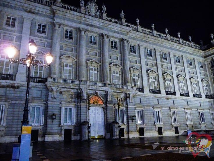 Madrid by night. Palacio Real.