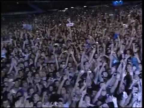 Don´t look back in anger by Noel Gallagher (originally by oasis) live in Argetina 3 years ago in 2009. Thrilling emotional!