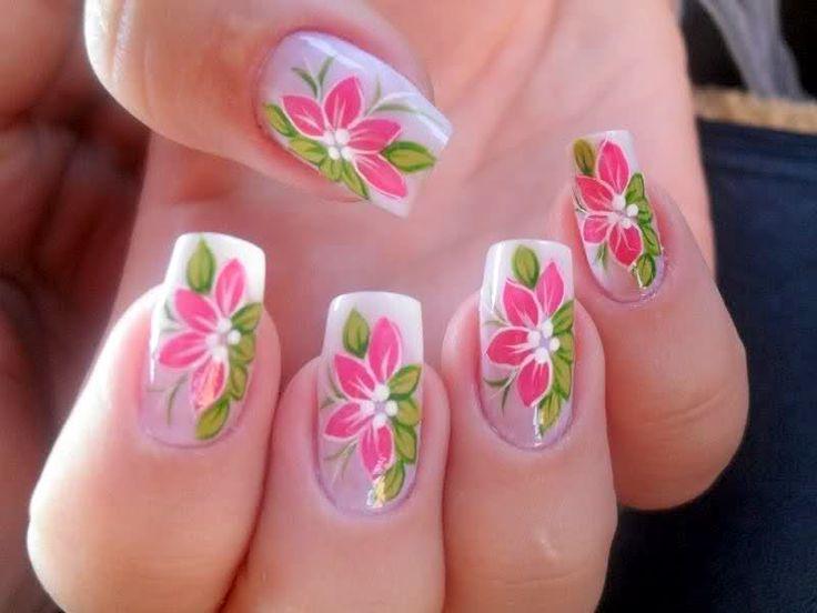 Unhas decoradas flores de primavera.