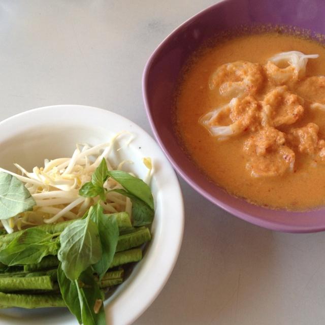 Kanom Chin (thai: ขนมจีน)