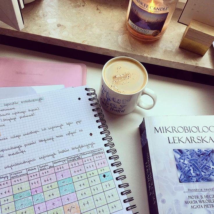 Mikroby przy ulubionym zapachu świeczki jako chillout🏝💁🏻 później wracam do PT i jakiś rozdział z fizjo musiałabym dzisiaj też przerobić🤦🏻♀️😰 #studyblr #study #yankee #coffee #coffeetime #fun #studygram #studyspace #goodday #instagood #medgirl #medlife #medstudent #medicine #microbiology #mikrobiologia #heczko #notes #studyspo #katowice #śum