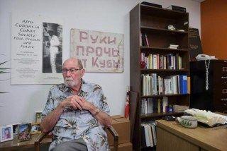 Infolatam El diplomático que vio bajar y verá subir la bandera de EE.UU. en Cuba - Infolatam