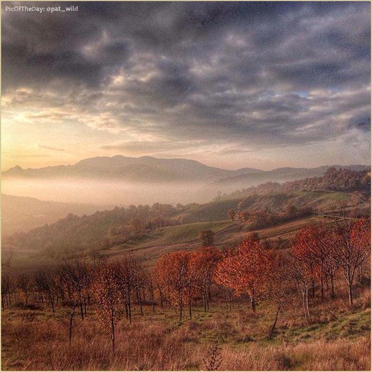"""""""Valmarecchia senza filtro"""" La #PicOfTheDay #turismoer di oggi allunga lo sguardo sui panorami invernali della #Valmarecchia, da #Pietracuta. Complimenti e grazie a @pat_wild / """"Valmarecchia nofilter"""" Today's #PicOfTheDay #turismoer overlooks the Winter landscapes of #Valmarecchia, from #Pietracuta. Congrats and thanks to @pat_wild"""