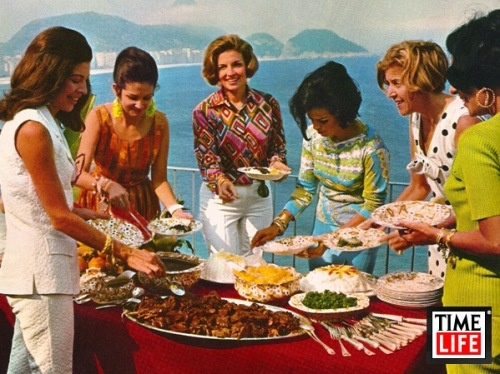 I So, these women are dishing up the best Brazilian food ever---feijoada!!!  Old pic but I just love it!!!