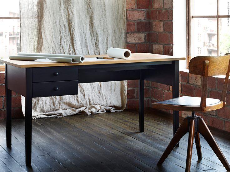 ARKELSTORP skrivbord i klarlackad massiv furu, B140xD70, H74 cm.