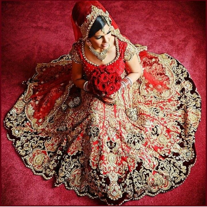 Beautiful Bride ♥♥ #indianbride #punjabibride #indianbridalwear #indianwedding #dramaqueenstudio #sunnyimagesBC